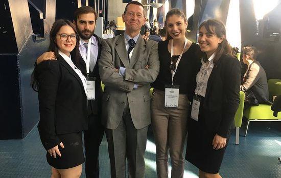 Equipo de la Facultad de Derecho de la UCA participante en el Willem C. Vis International Commercial Arbitration Moot