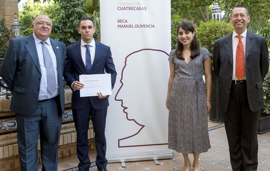 Un alumno de la Facultad de Derecho obtiene la I Beca Manuel Olivencia y otra alumna, también de la Facultad de Derecho, es semifinalista