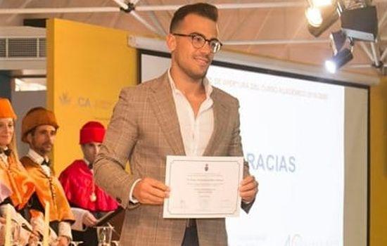 Sergio de la Herrán Ruiz-Mateos, graduado en Derecho el año pasado con Premio Extraordinario, es finalista de la edición 2019 del Certamen Universitario Arquímedes que organiza el Ministerio de Ciencia, Innovación y Universidades.